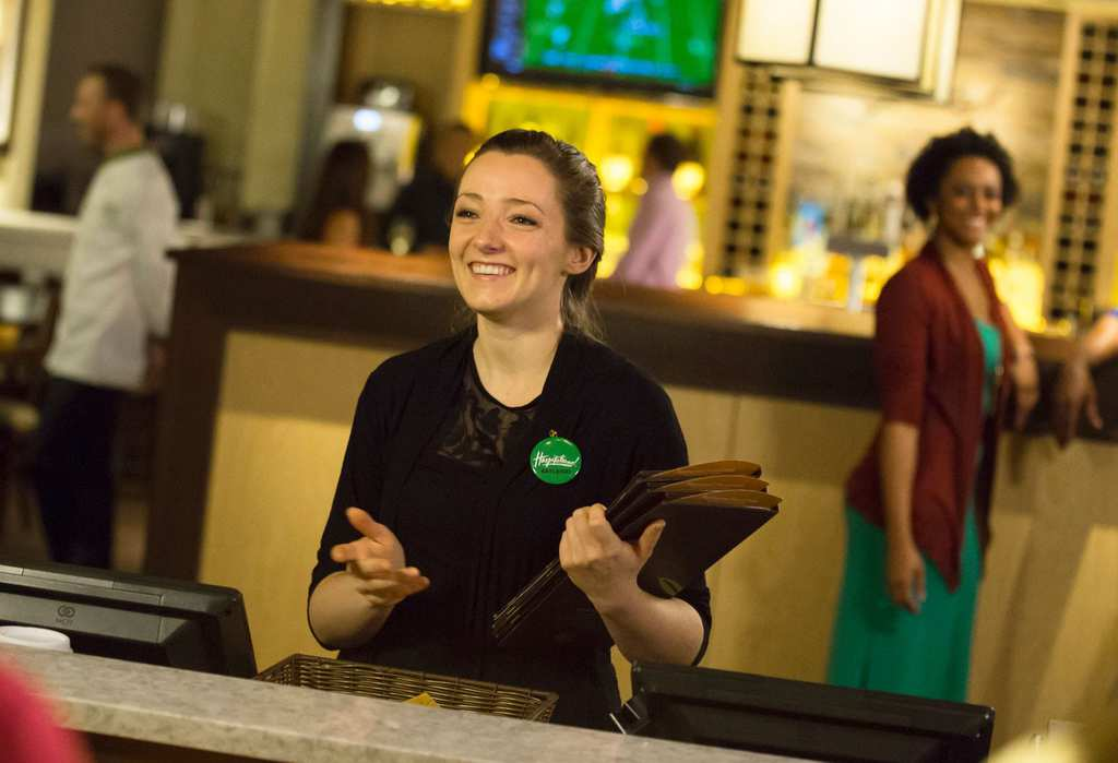 Employee Reveals The Truth About America\'s Beloved Olive Garden