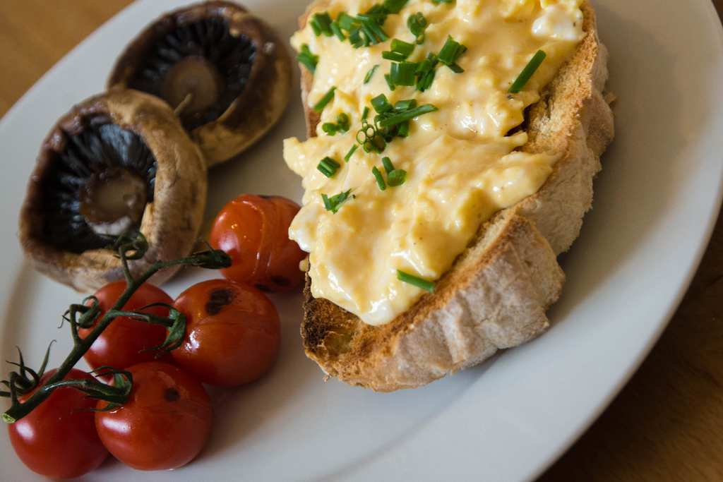 gordon ramsay s method for scrambled eggs is impeccable noteabley. Black Bedroom Furniture Sets. Home Design Ideas