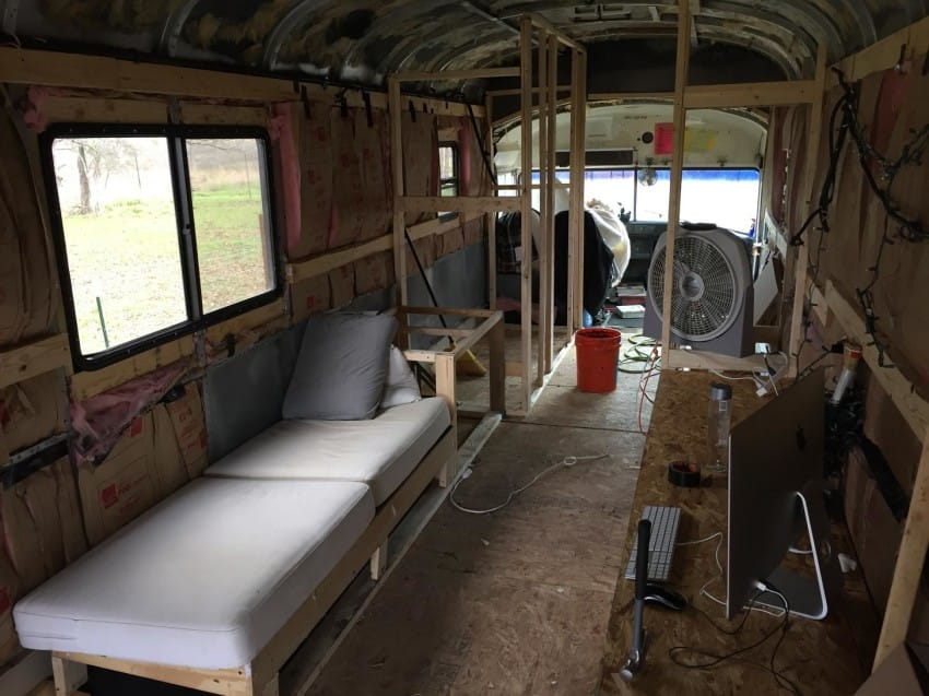 bus 24