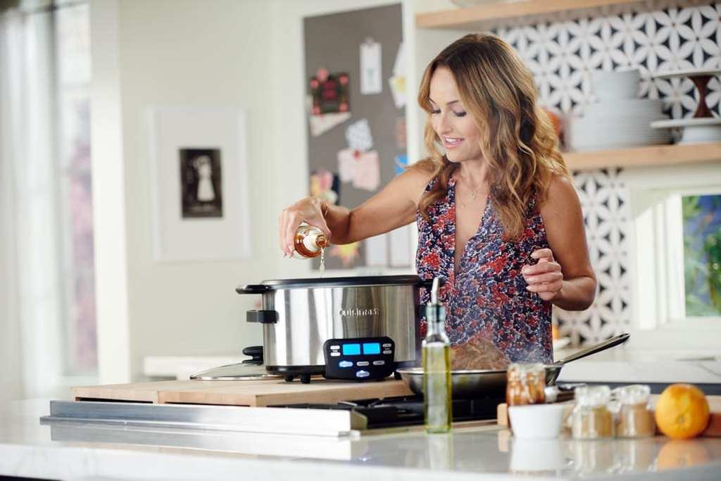 Host_Giada_de_Laurentiis_preparing_her_dish,_Pulled_Pork_Tacos-1452892498-1030x687