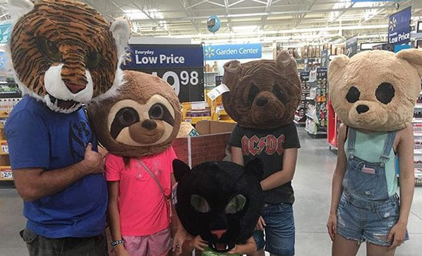 Real Photos That Walmart Shoppers Caught On Camera