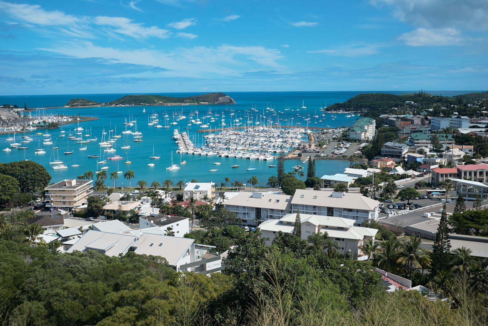 The bay of Noumea with its yachting port in the background.