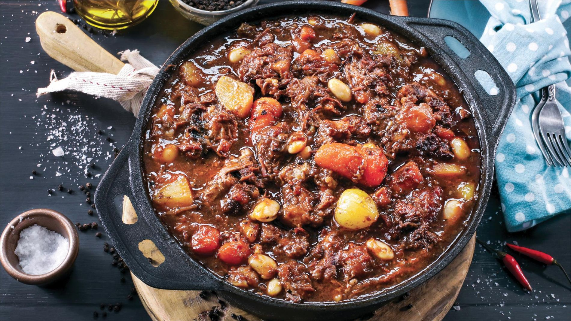 A pot of simmering Potjiekos